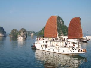 Junk-Boat-on-Halong-Bay